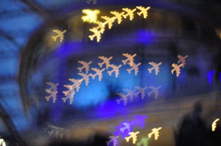 airplanes-at-hangar