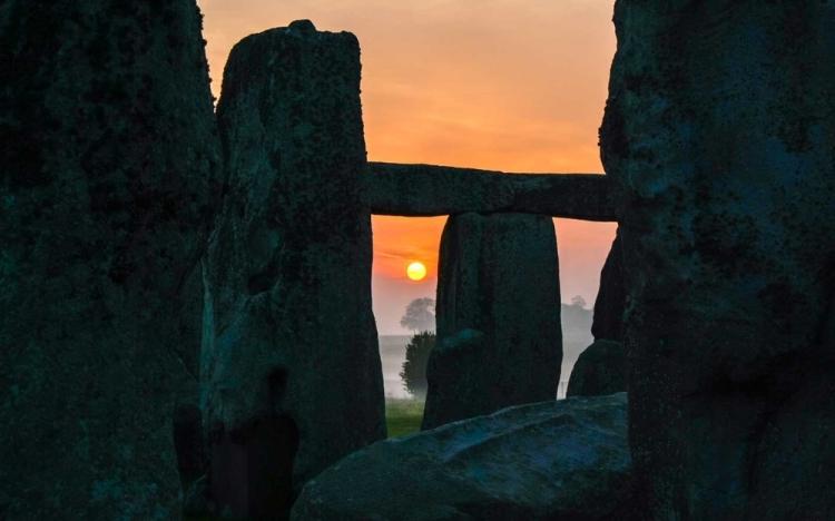 Stonehenge, Dawn